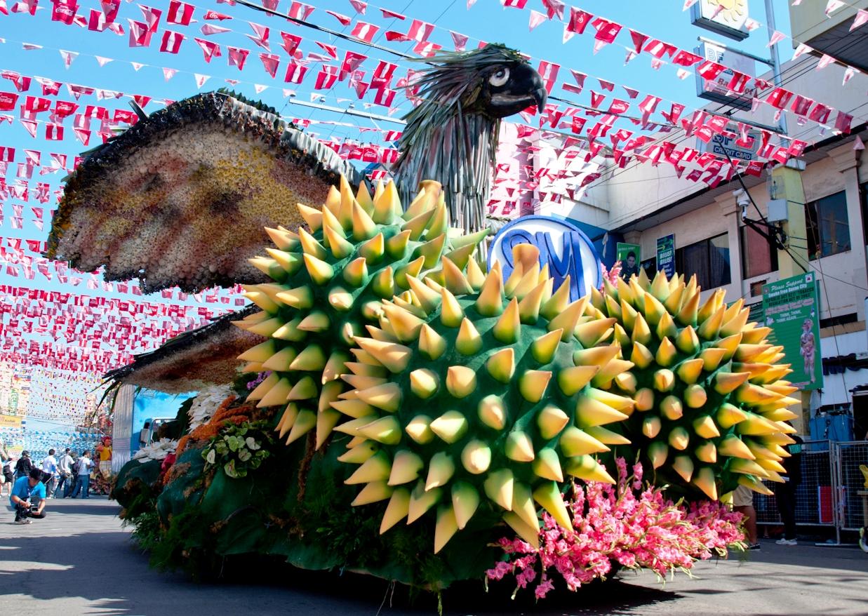 floral float parade kadayawan 2012.jpg